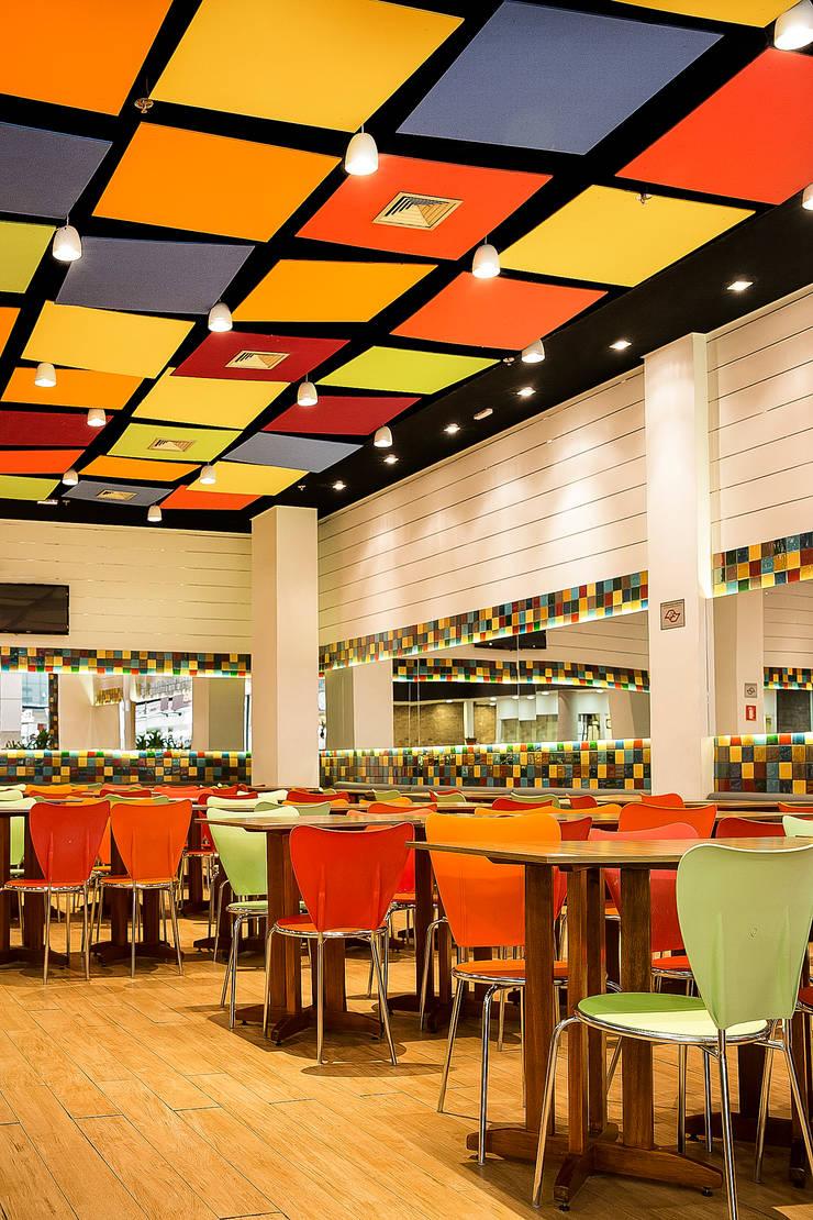 Giulia´s Pizza: Espaços gastronômicos  por Atmosfera Arquitetura Sociedade Ltda,