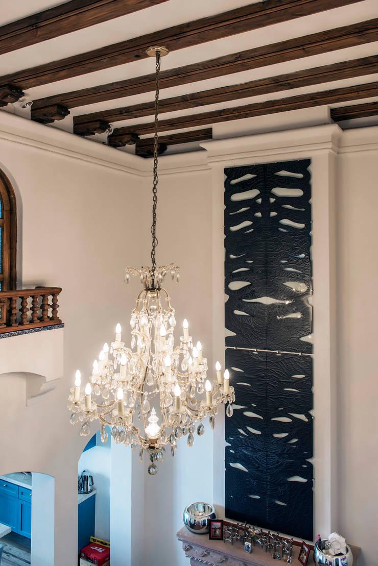 ROARSHARX: Salas de estilo  por Studio Orfeo Quagliata