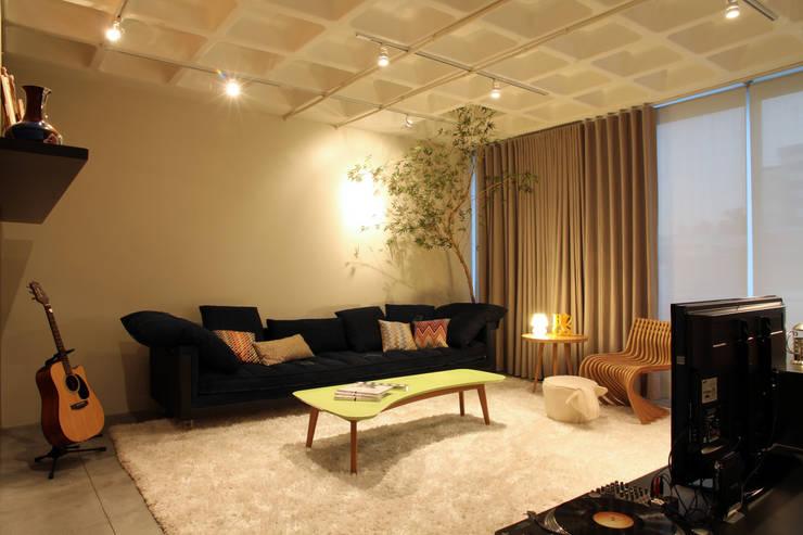 Salones de estilo moderno de Mundstock Arquitetura Moderno