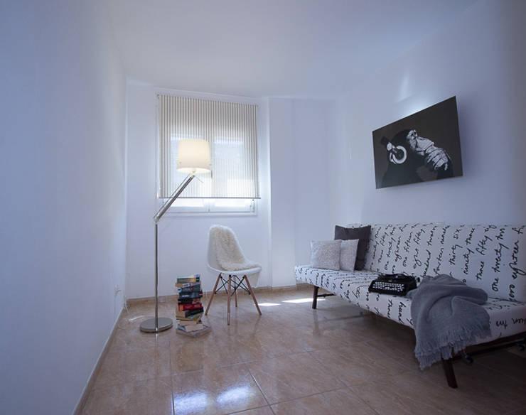 Спальная комната  в . Автор – Nahe Inmobles Home Staging y Decoracìon