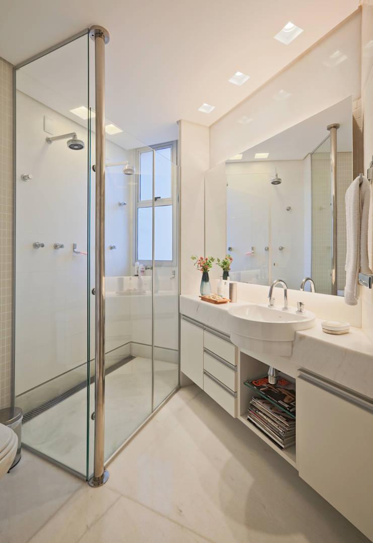 Apartamento Funcionários: Banheiros  por Dubal Arquitetura e Design,