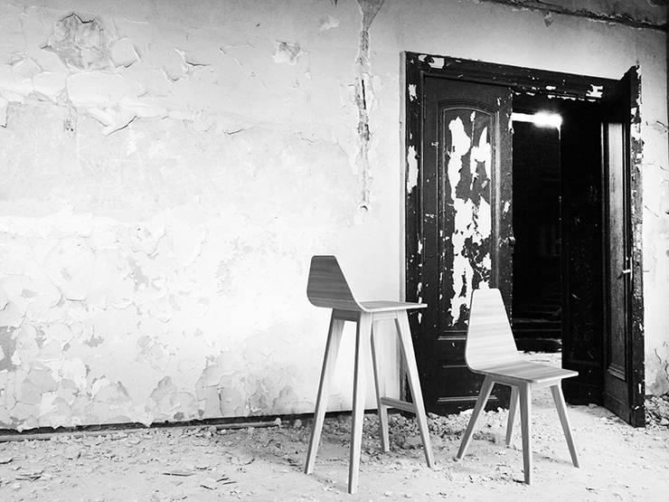 FORM krzesło dębowe / FORM  hoker: styl , w kategorii  zaprojektowany przez Iwona Kosicka Design,Minimalistyczny Drewno O efekcie drewna