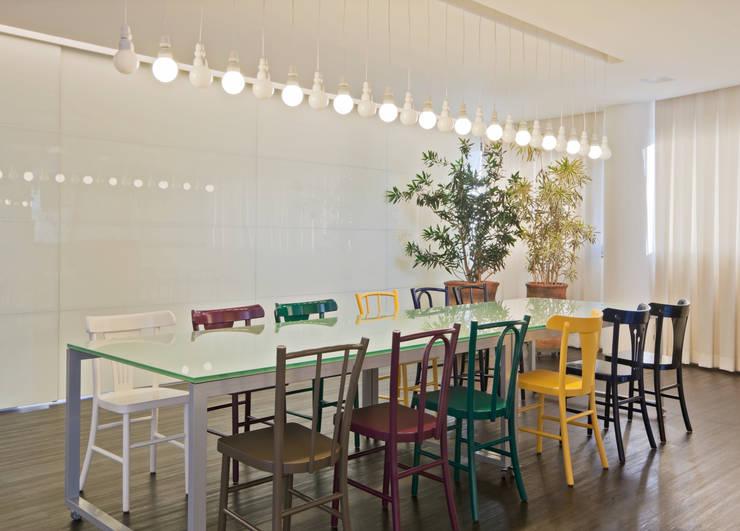 Comedores de estilo  por Dubal Arquitetura e Design