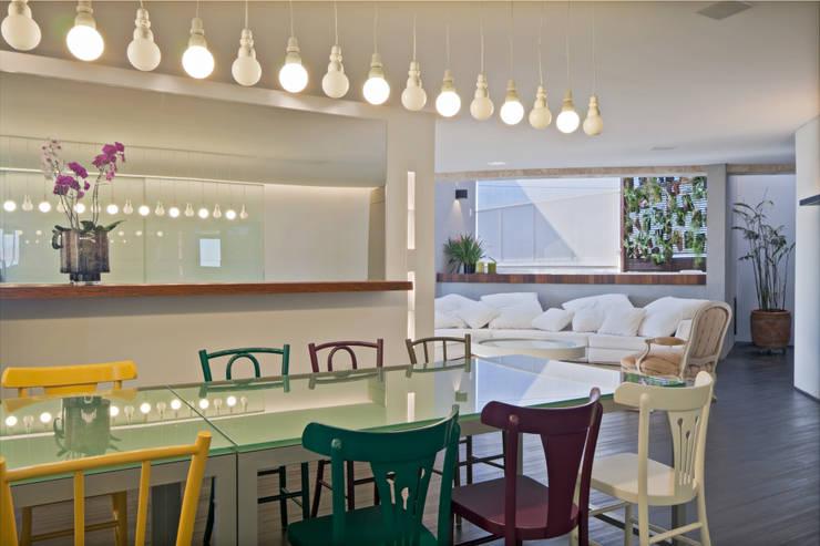 Cobertura Belvedere: Salas de jantar  por Dubal Arquitetura e Design,