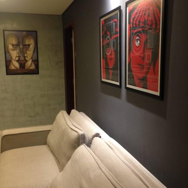 contrastes: Salas de estar  por juliana lana e oziel alvernaz