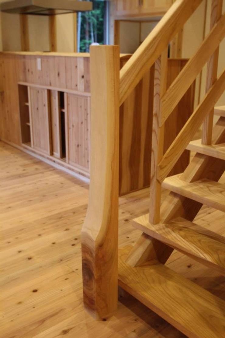 階段: 株式会社粋の家が手掛けた廊下 & 玄関です。