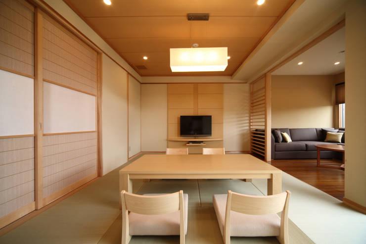 客室 離れ: 株式会社井上輝美建築事務所+都市開発研究所  aim.design studioが手掛けたホテルです。