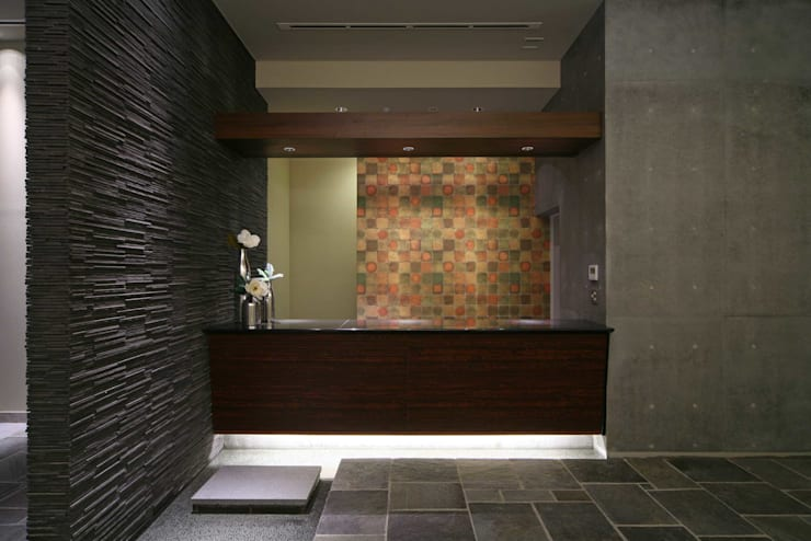 エントランスカウンター: PROSPERDESIGN ARCHITECT OFFICE/プロスパーデザインが手掛けた廊下 & 玄関です。,オリジナル
