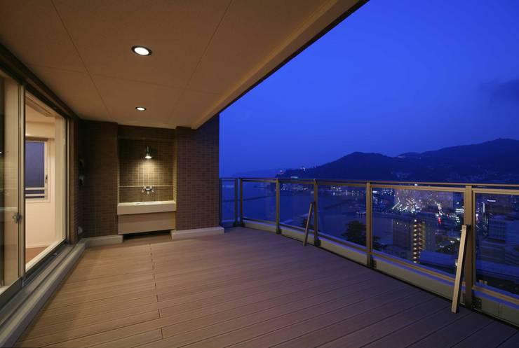 開放感のあるバルコニー: PROSPERDESIGN ARCHITECT OFFICE/プロスパーデザインが手掛けたテラス・ベランダです。,オリジナル