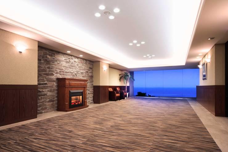 地場の産物~小松石: PROSPERDESIGN ARCHITECT OFFICE/プロスパーデザインが手掛けた廊下 & 玄関です。