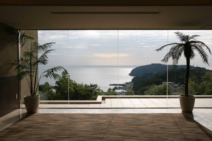 最高の借景 : PROSPERDESIGN ARCHITECT OFFICE/プロスパーデザインが手掛けた廊下 & 玄関です。
