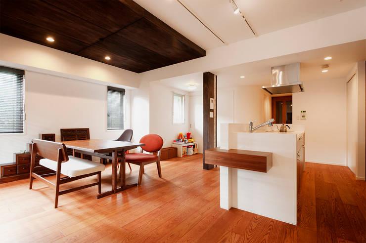 シックでのびやかな住空間で暮らす: 株式会社スタイル工房が手掛けたです。,