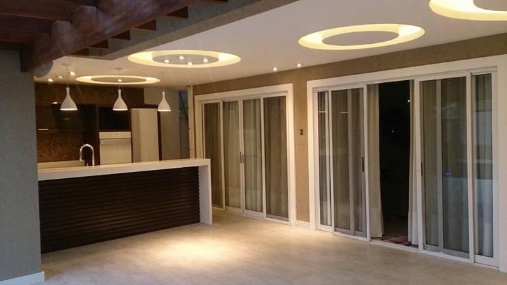 Residência : Terraços  por Studio HG Arquitetura,