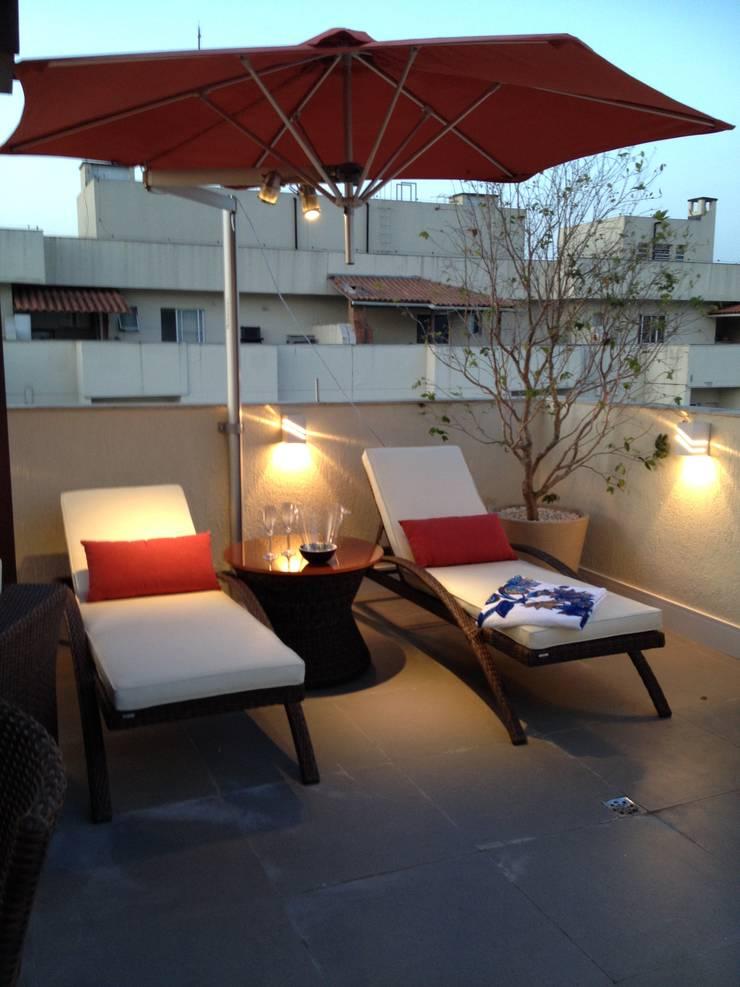 Relax area.: Terraços  por Studio HG Arquitetura