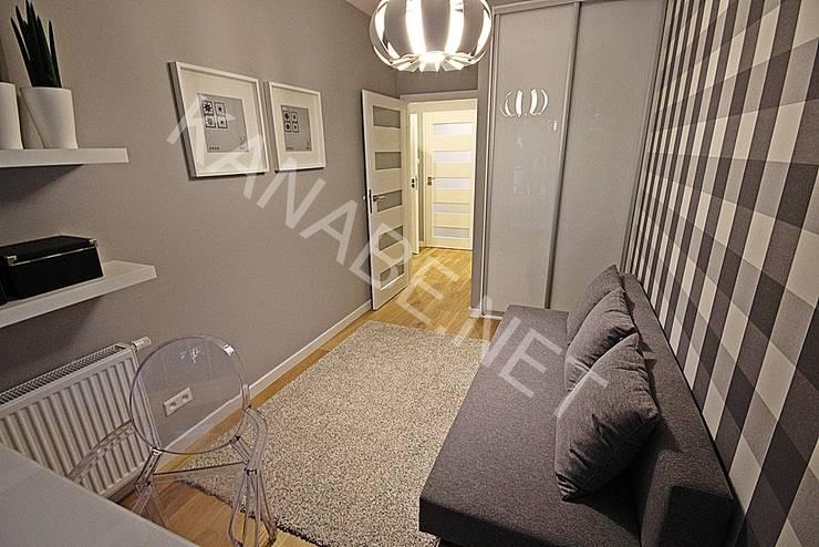 Drewno Beton Szkło: styl , w kategorii Domowe biuro i gabinet zaprojektowany przez KANABE