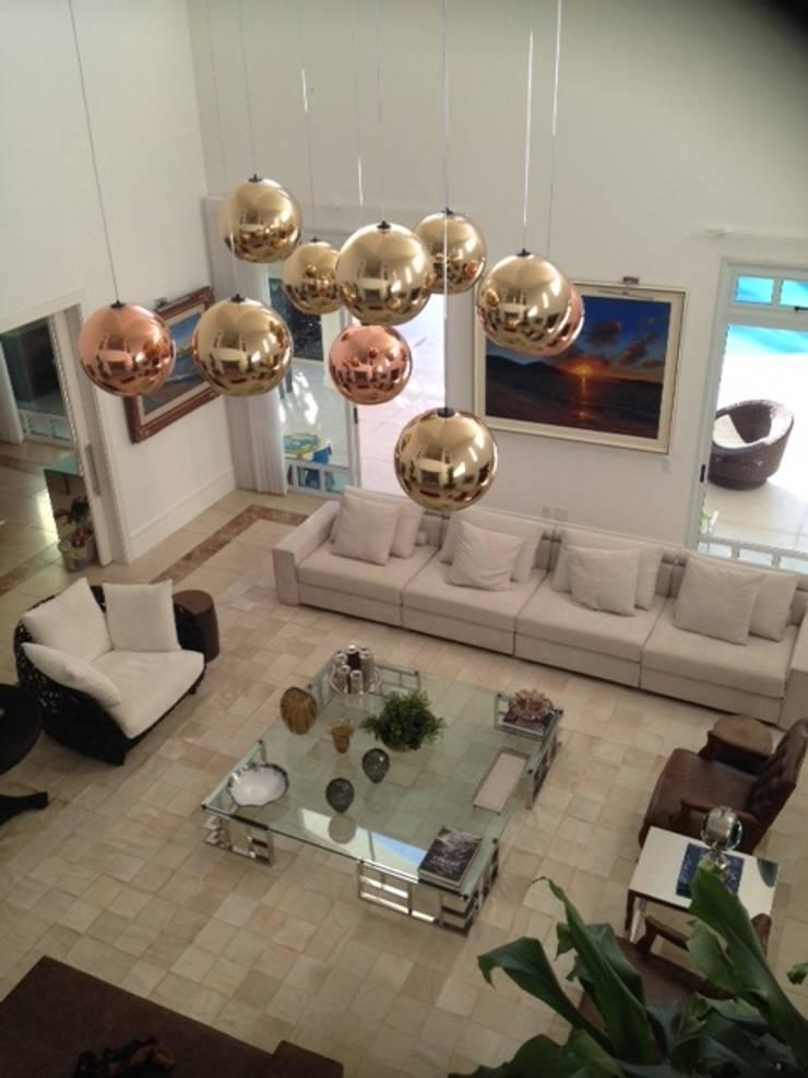 Residência Itaúna: Salas de estar  por Studio HG Arquitetura