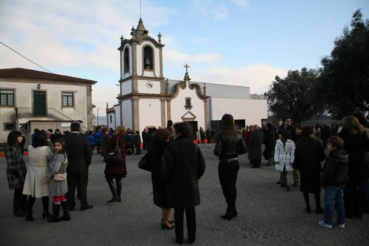 Remodelação e Ampliação Igreja de Gavião: Locais de eventos  por sergiovazsousaarquiteto