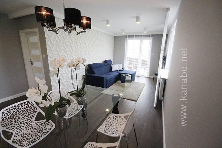 Granatowe wnętrze: styl , w kategorii Jadalnia zaprojektowany przez KANABE