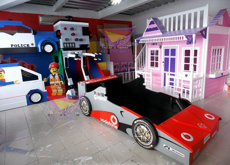 Stanza dei bambini in stile in stile Moderno di camas y literas infantiles kids world