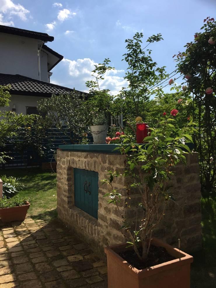 収納カウンターを: eniが手掛けた庭です。