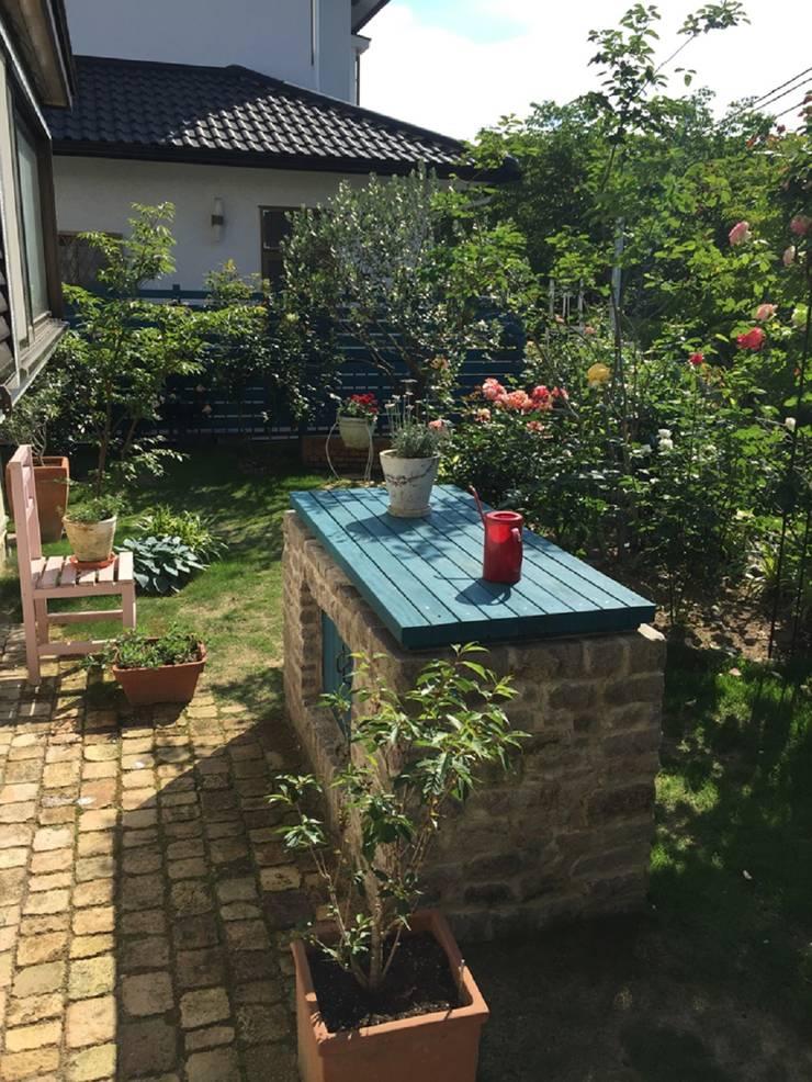 オーナーのイメージカラーを: eniが手掛けた庭です。