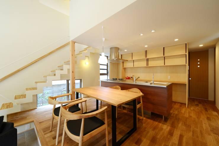 ダイニング・キッチン: バウムスタイルアーキテクト一級建築士事務所が手掛けたキッチンです。