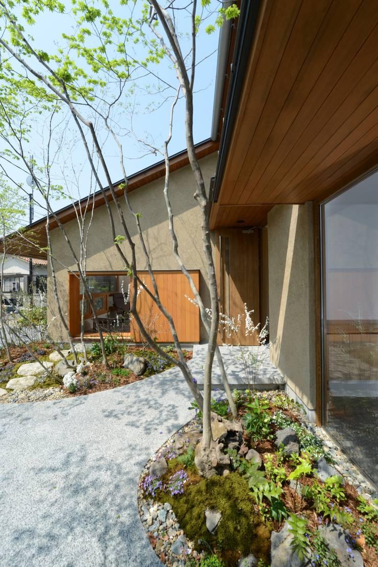 造園: バウムスタイルアーキテクト一級建築士事務所が手掛けた家です。