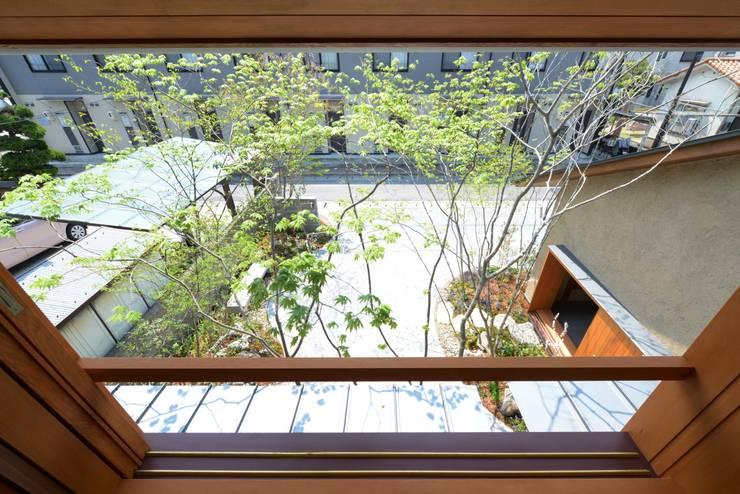 造園: バウムスタイルアーキテクト一級建築士事務所が手掛けた寝室です。