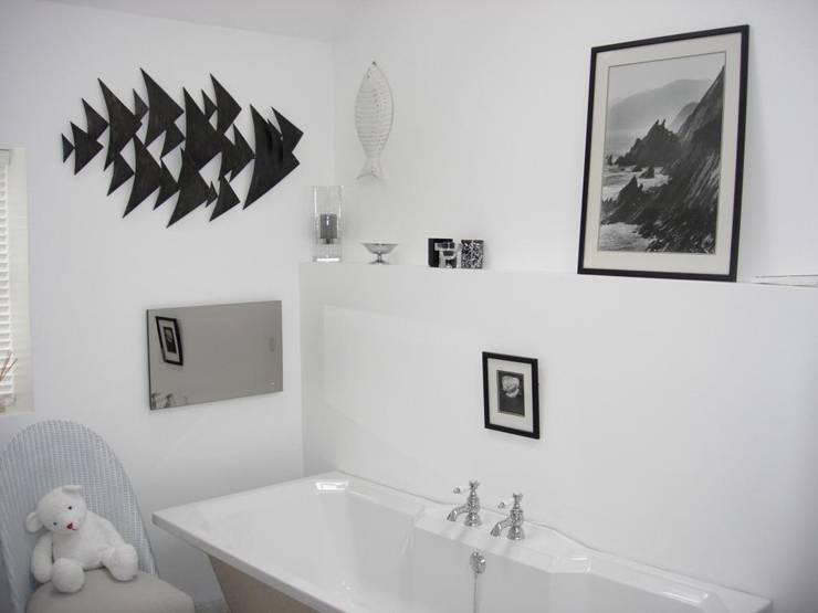 Ванные комнаты в . Автор – Roundhouse Architecture Ltd