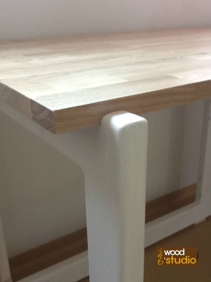 원목 책상, 책장: 홍스목공방의 현대 ,모던
