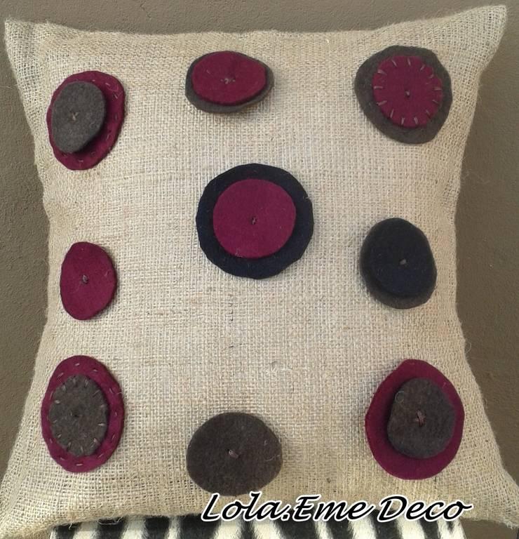 Arpillera y paño lenci: Hogar de estilo  por Lola Eme Deco