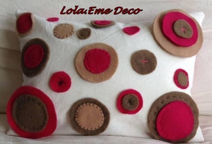 Microfibra y pañolenci: Hogar de estilo  por Lola Eme Deco
