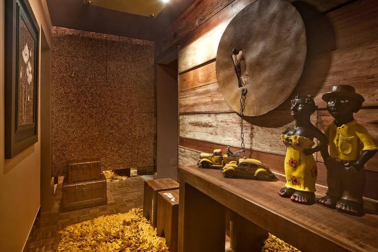 Hall de Entrada: Casas rústicas por arquiteta aclaene de mello
