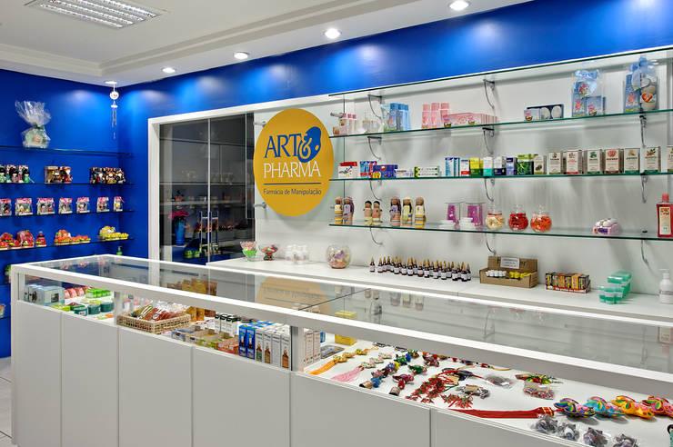 farmácia de manipulação de fórmulas: Lojas e imóveis comerciais  por arquiteta aclaene de mello