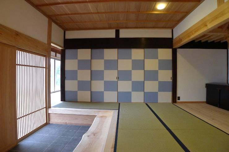 N邸 改修: 建築設計事務所 山田屋が手掛けたプールです。,