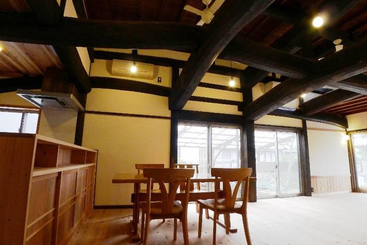 N邸 改修: 建築設計事務所 山田屋が手掛けたダイニングです。,
