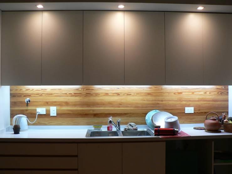 Cocinas de estilo moderno por Paula Mariasch - Juana Grichener - Iris Grosserohde Arquitectura