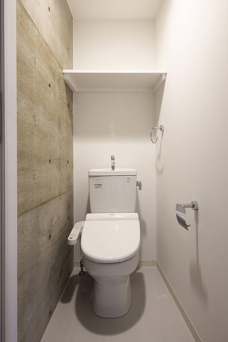 Jimukino-Ueda - ジムキノウエダ -: 株式会社アーキネット京都1級建築士事務所が手掛けた浴室です。,