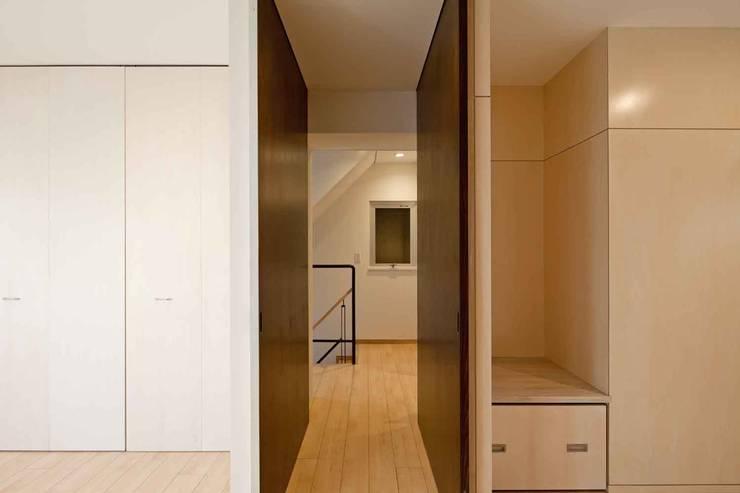 都心の家 NY邸: 細江英俊建築設計事務所が手掛けた和室です。,