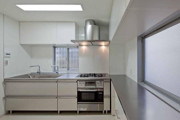 都心の家 NY邸: 細江英俊建築設計事務所が手掛けたキッチンです。,