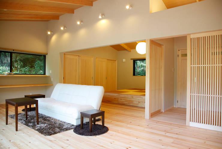 KI HOUSE: 日菜設計室 HINA ARCHITECTSが手掛けたリビングです。,