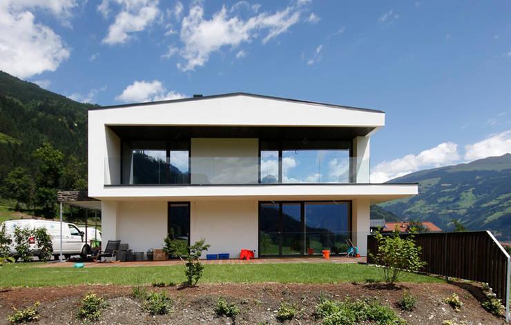 moderne Huizen door BESTO ZT GMBH_ Architekt DI Bernhard Stoehr