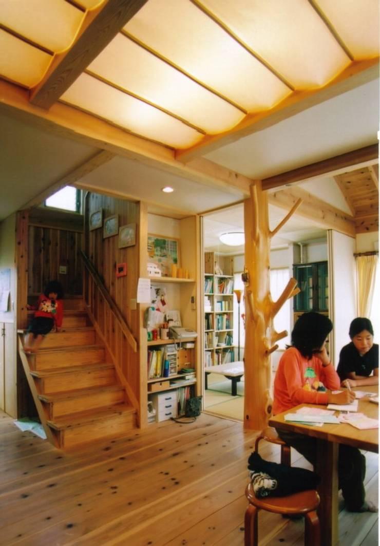 大久保の家: 株式会社 atelier waonが手掛けたダイニングです。,