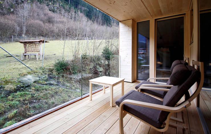 ZU- UND UMBAU HOCHFELD:  Terrasse von BESTO ZT GMBH_ Architekt DI Bernhard Stoehr