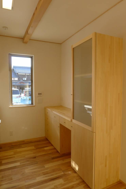 栗東の家: 株式会社 atelier waonが手掛けたキッチンです。,