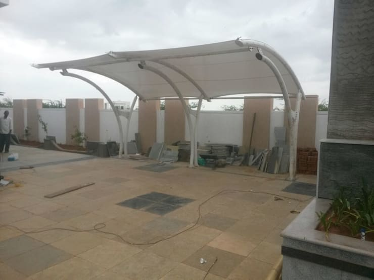 Car Parking Canopy:  Garage/shed by Fabritech India