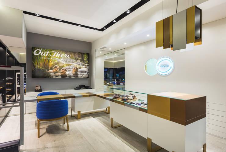 OMR_SM_2: Lojas e espaços comerciais  por XYZ Arquitectos Associados