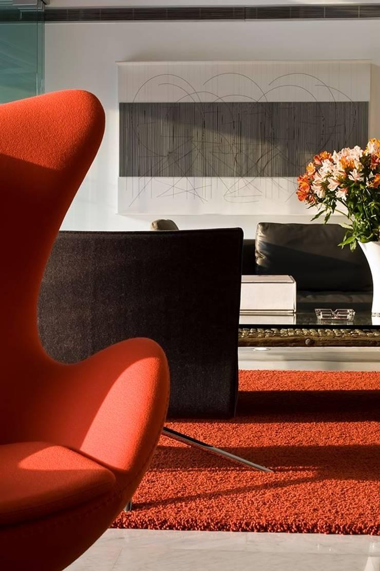 Casa BA: Salas / recibidores de estilo moderno por oda - oficina de arquitectura