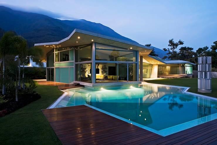 Piletas de estilo moderno por oda - oficina de arquitectura
