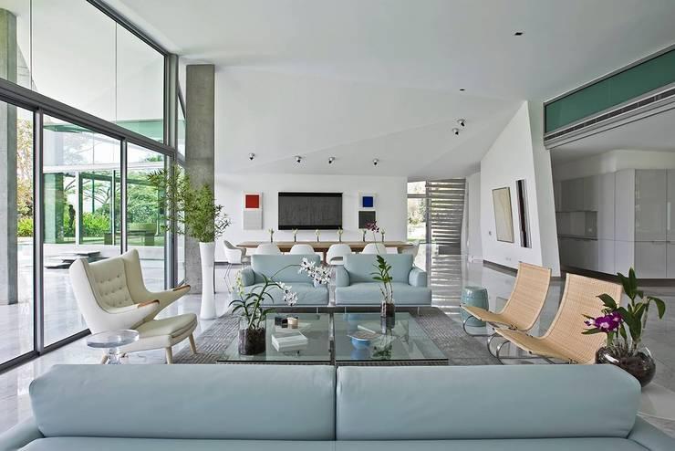 Livings de estilo moderno por oda - oficina de arquitectura